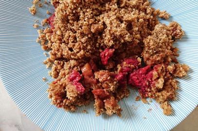 Recette: Crumble rhubarbe-framboise à la menthe verte